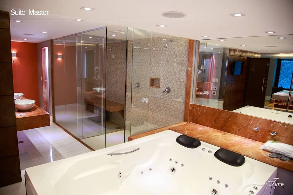 חדר (Suíte Luxo com Banheira de Hidro) - אמבט ספא פרטי
