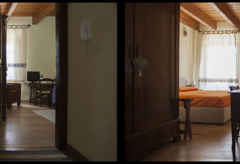 Affittacamere Is Coronas, Isili, Double Room, Private Bathroom (External), Guest Room