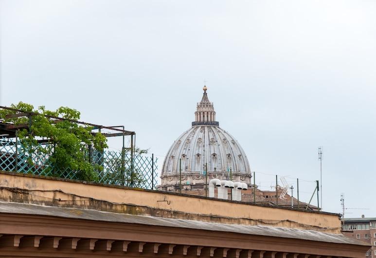 산 피에트로 럭셔리, 로마