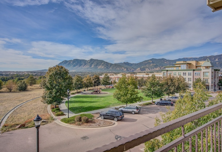Urban Practicality! 3 Beds, Patios & Dog Friendly, Colorado Springs, Property Grounds