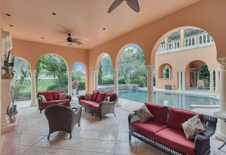 Casa Bella Mansion Near Disney World, Orlando, Luxury House, 5 Bedrooms, Private Pool, Golf View, Terrace/Patio