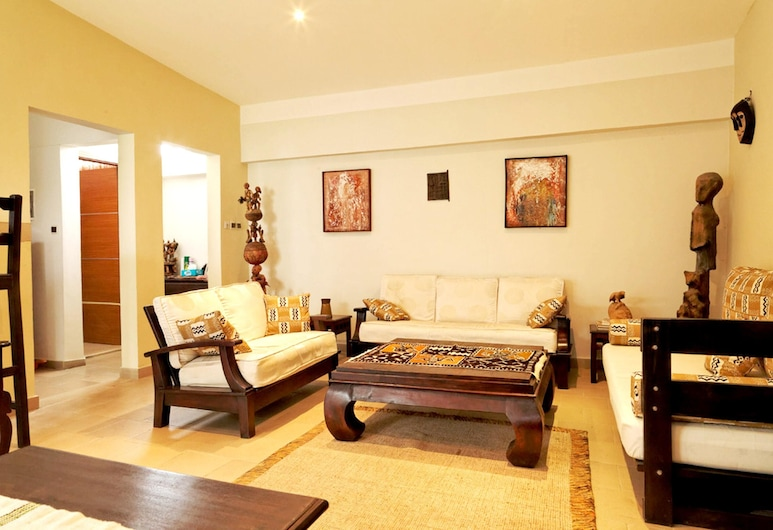 House With 2 Bedrooms in Cotonou, With Enclosed Garden and Wifi, Cotonou, Living Room