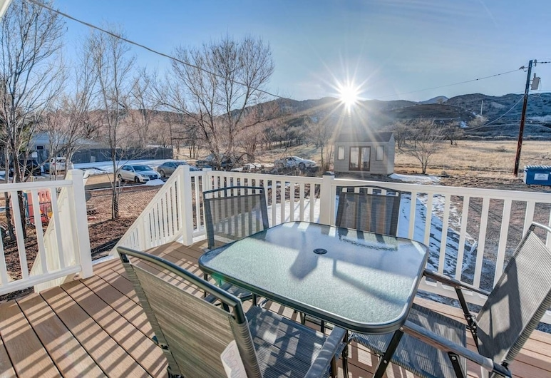 2BR Aptmt Parks Private Deck, Mountain Views!, Colorado Springs