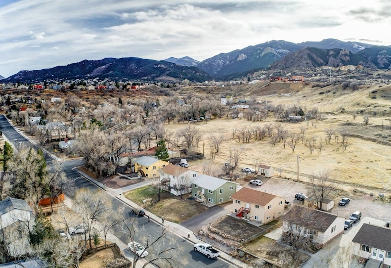 2BR Hikers Dream Red Rocks Dog-friendly!, Colorado Springs, Property Grounds