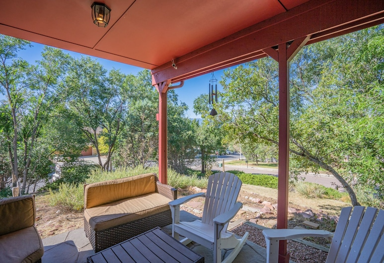 4 BR Country Home in Suburbs W/trails & Parks, Colorado Springs, Erkély