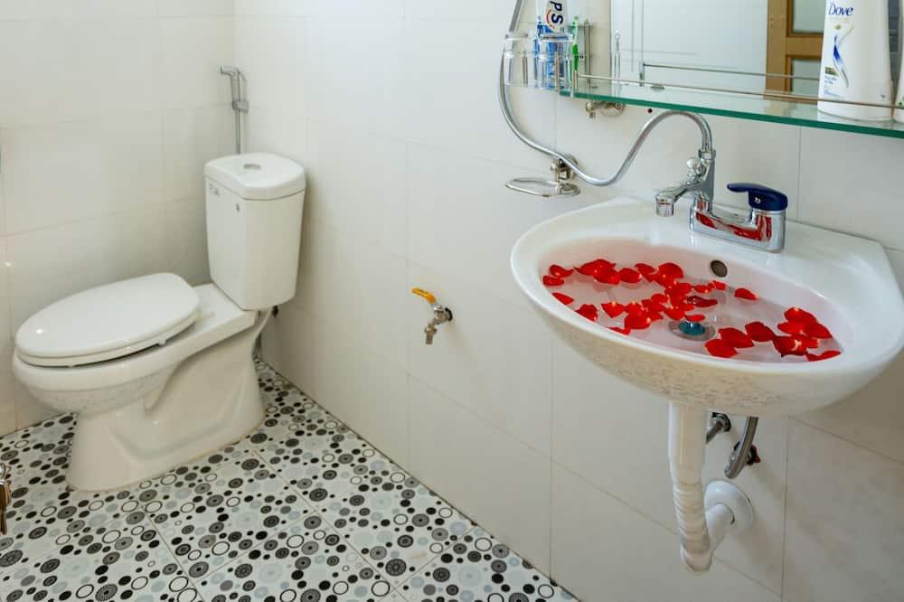 Standard Double Room, Mountain View - Bathroom
