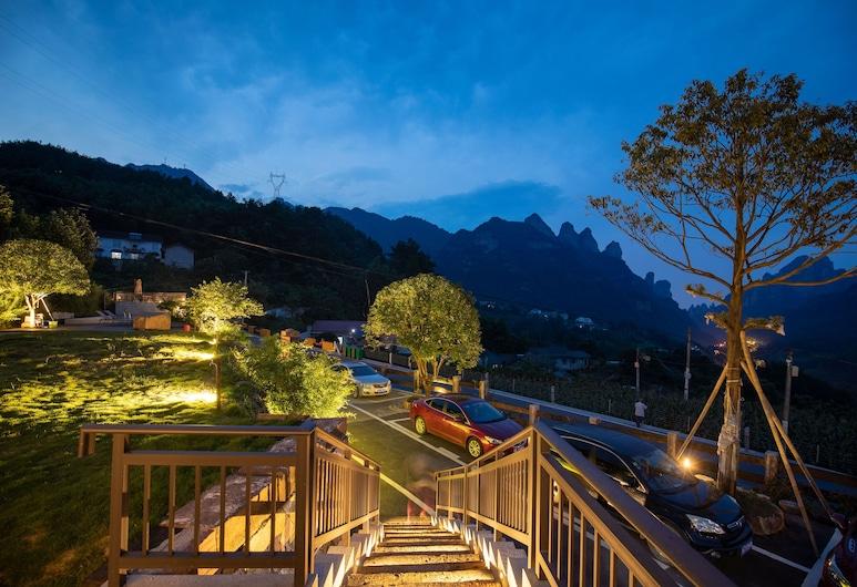 Zhangjiajie xinwu holiday house, Zhangjiajie, Voorkant hotel - avond/nacht