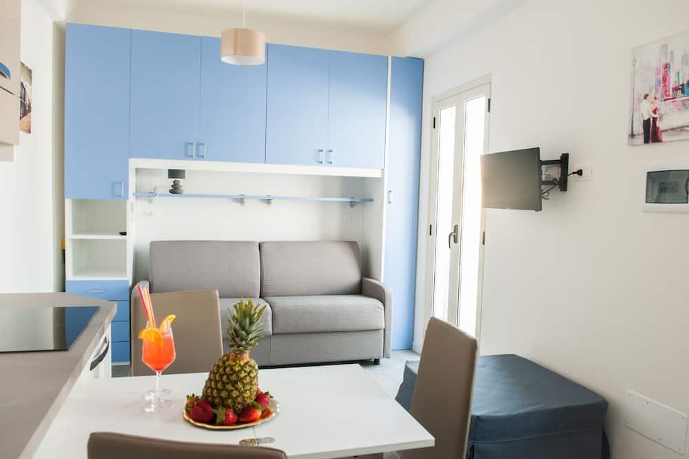 Phòng tiện nghi đơn giản, Ban công, Quang cảnh một góc biển (Creta) - Khu phòng khách