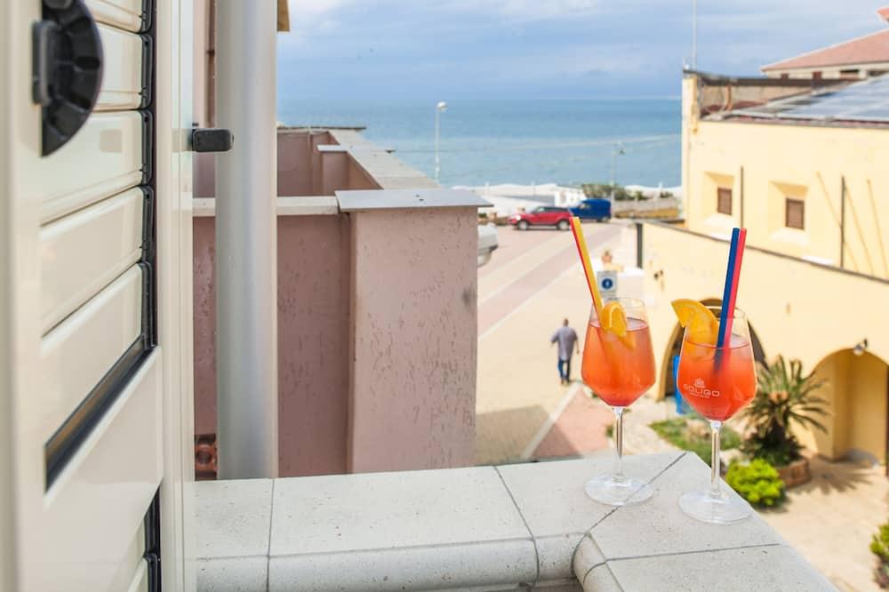 Phòng tiện nghi đơn giản, Ban công, Quang cảnh một góc biển (Creta) - Sân thượng/sân hiên