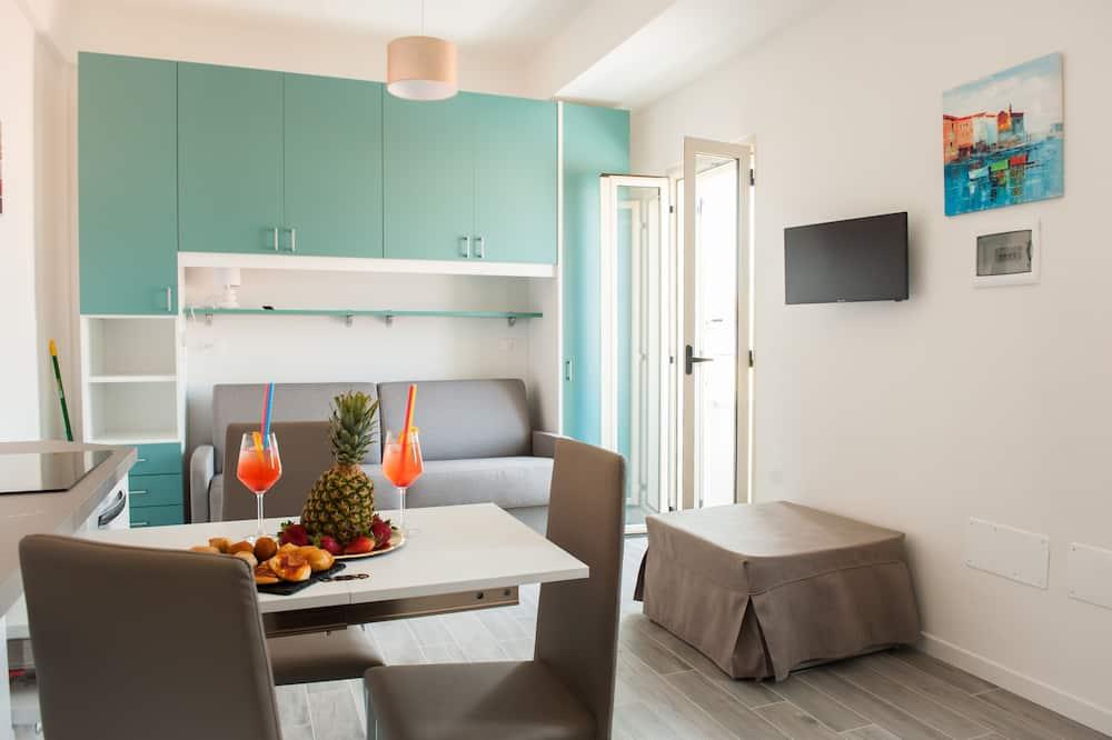 Phòng tiện nghi đơn giản, Ban công, Quang cảnh một góc biển (Creta) - Ăn uống tại phòng