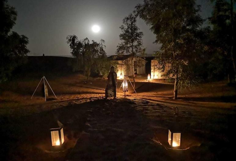 Bivouac Les Clés de Desert , Rissani, Façade de l'hébergement - le soir