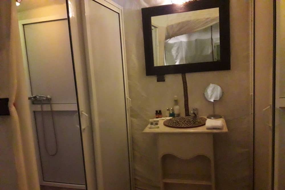 Lều - Phòng tắm