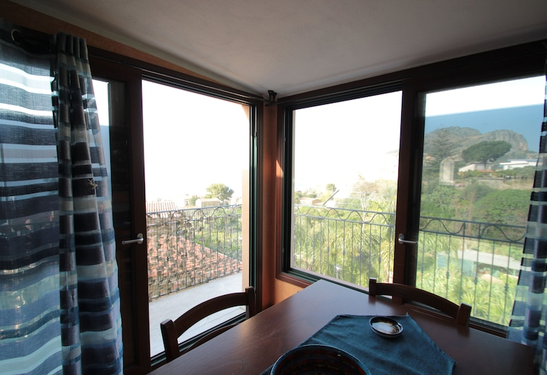 Peonia Apartment, Cefalù, Apartment, 2 Bedrooms, In-Room Dining