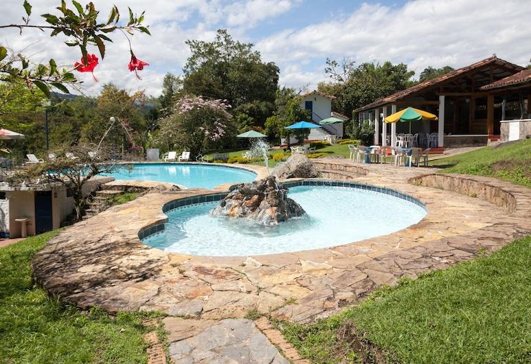 Hotel Campestre Los Arrayanes, Moniquira, สระว่ายน้ำกลางแจ้ง