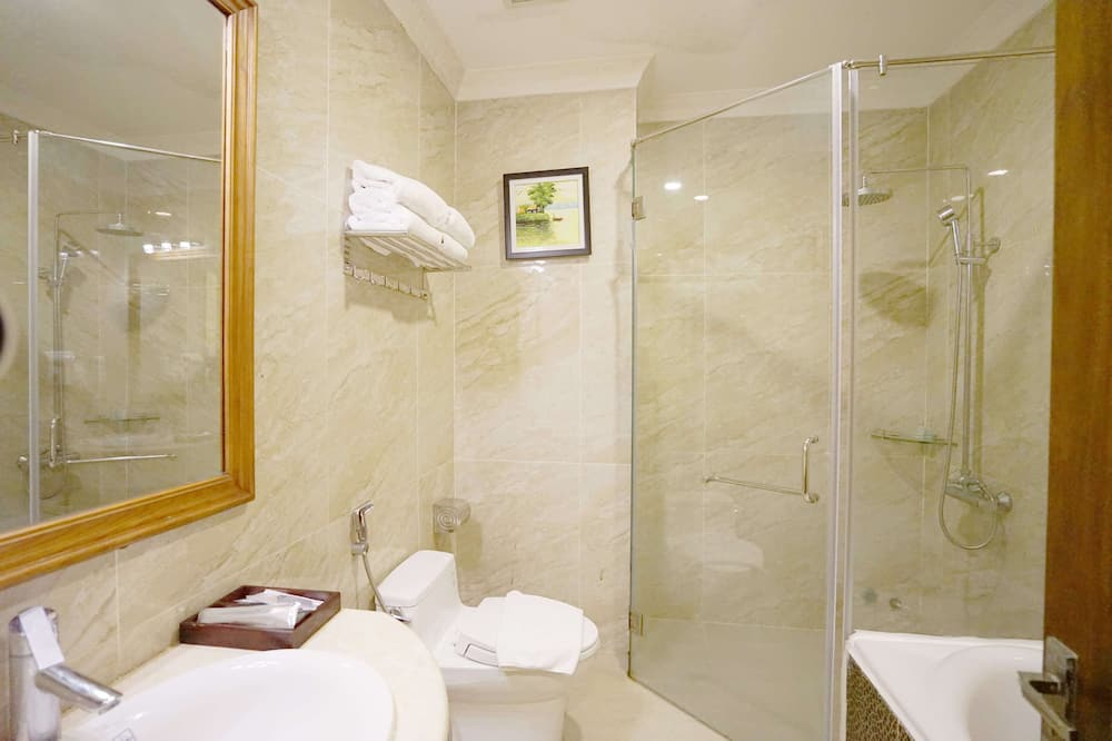 Family Suite Room - Phòng tắm