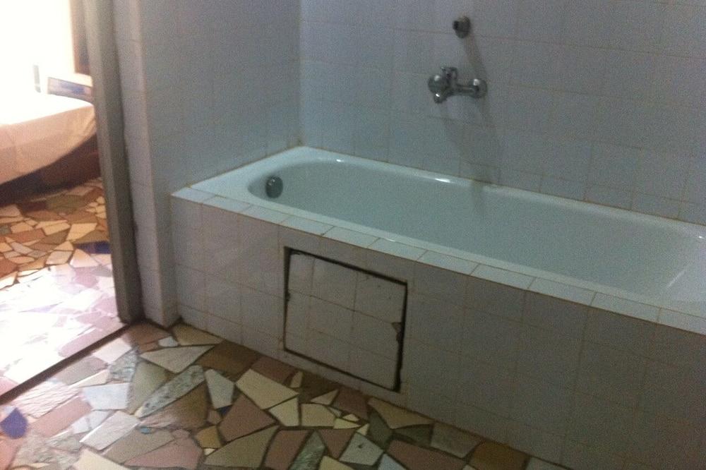 標準三人房, 吸煙房 - 浴室