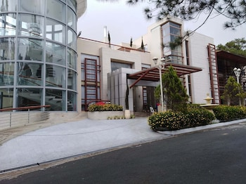 Picture of Whitehouse of the Lord of Scents in Baguio