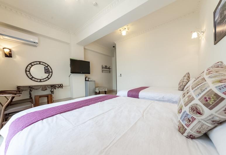 shih liang Xinying b&b, Hualien City, Elite Quadruple Room, Guest Room