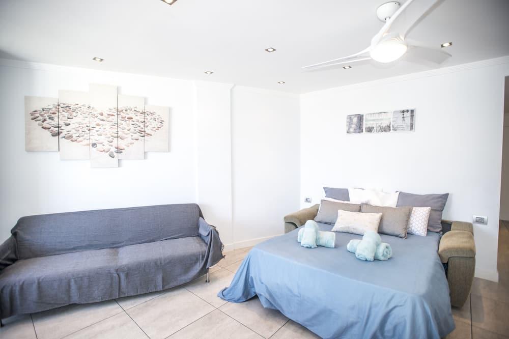 Luxury Studio, Ocean View - Living Area