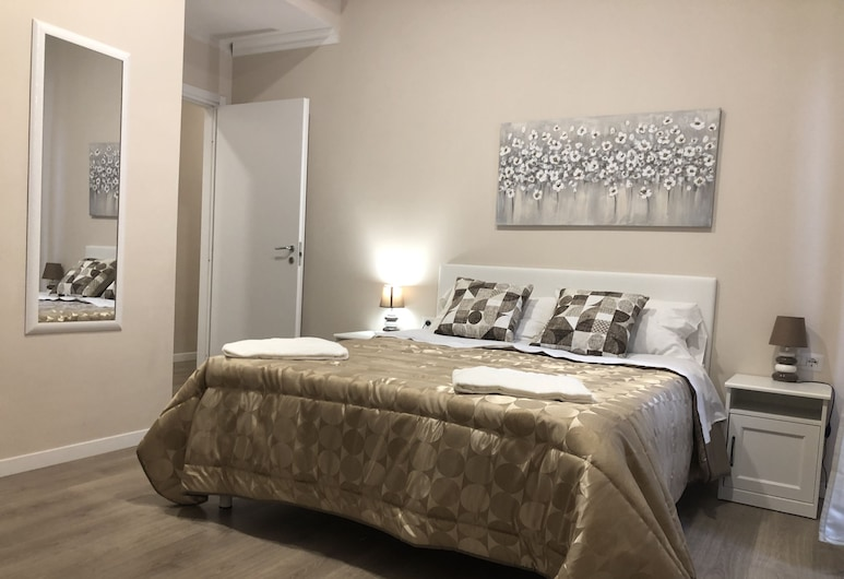 Hello Home Guesthouse, Rome, Deluxe Double Room, Guest Room
