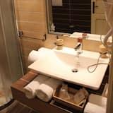 Háromágyas szoba (Sovrana) - Mosdó a fürdőszobában
