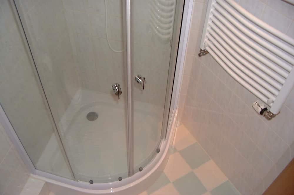 Dvojlôžková izba typu Basic - Sprcha v kúpeľni