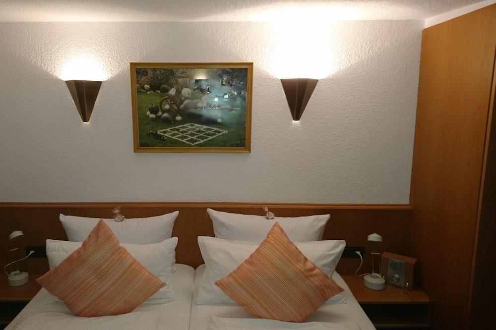 غرفة مزدوجة عادية - بحمام داخل الغرفة - منظر للفناء (Doppezlzimmer Nr. 3) - غرفة نزلاء