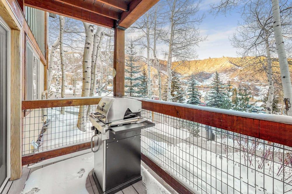 Premier Studio (Willows) - Balcony