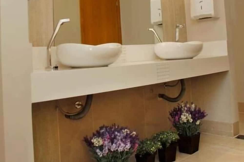 Single Room, 1 Twin Bed - Bathroom Sink