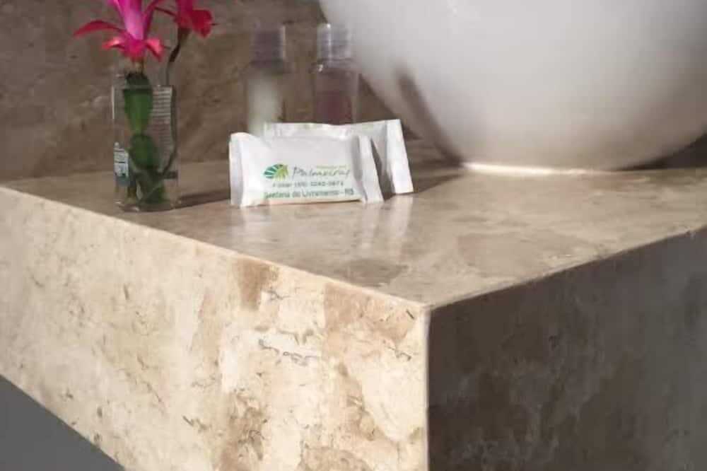 Štandardná izba - Umývadlo v kúpeľni