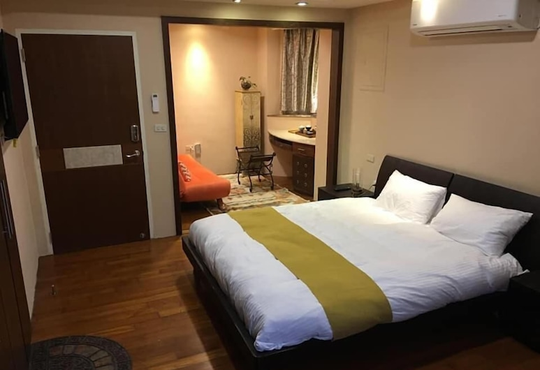 Designer's House B&B, Jincheng, Deluxe Quadruple Room, Jetted Tub, Guest Room