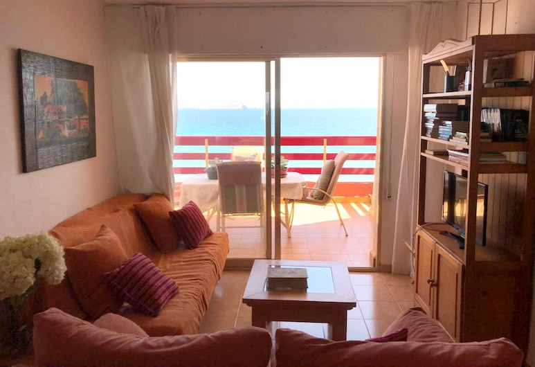 Apartment With 2 Bedrooms in La Manga, With Wonderful sea View, Pool Access and Furnished Balcony, San Javier, Sala de Estar