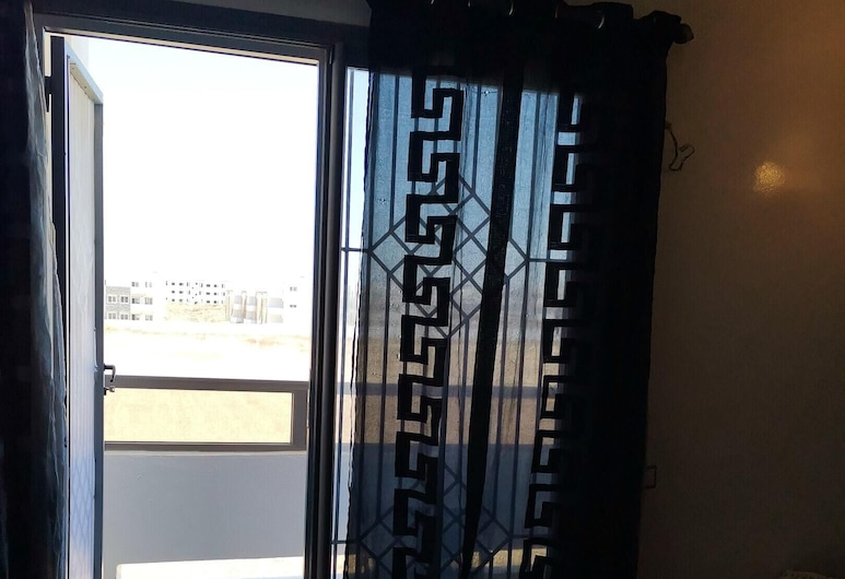 Apartment With one Bedroom in El Mansouriya, With Wonderful sea View, Shared Pool and Balcony, El Mansouria, Izba