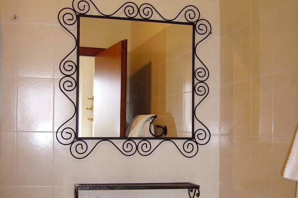 Chambre Familiale (Cinghiale) - Lavabo de la salle de bain