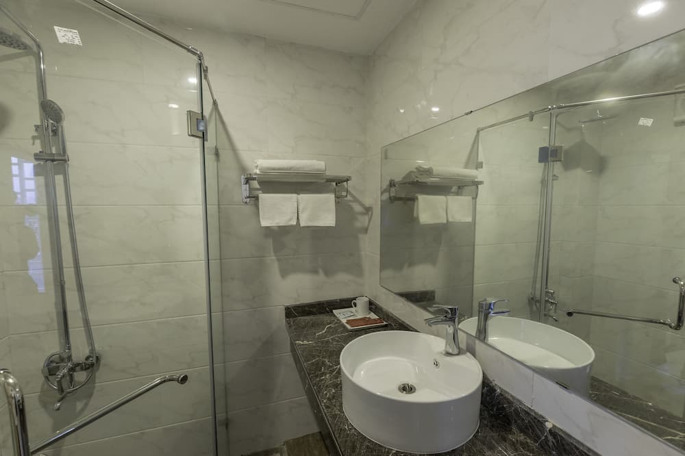 Basic-værelse med 2 enkeltsenge (Queen bed) - Badeværelse