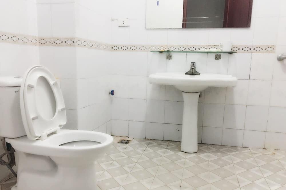 Basic-værelse med 2 enkeltsenge - Badeværelse