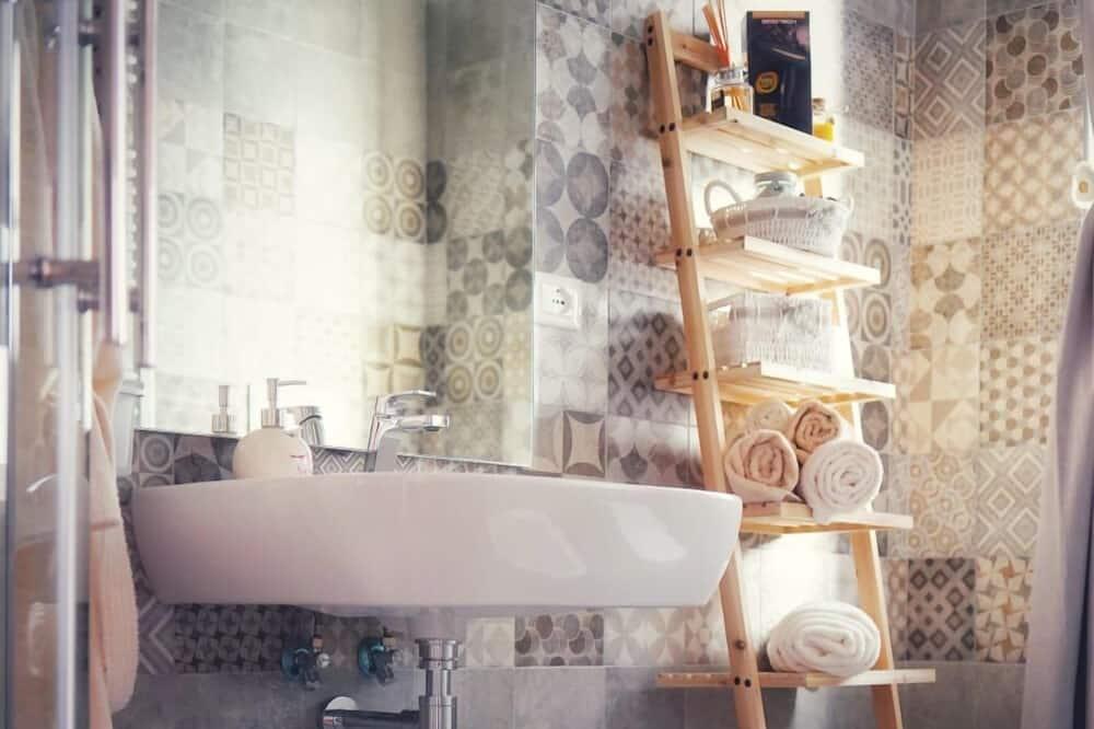 Deluxe Double Room (Rosa) - Bathroom