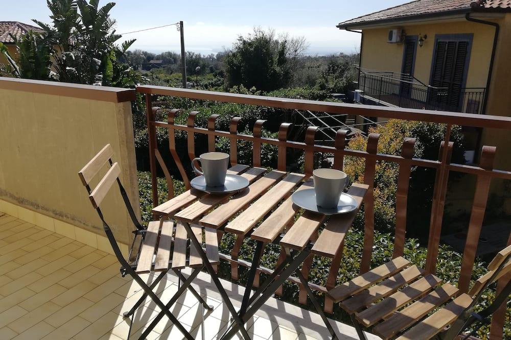 Улучшенные апартаменты, 1 спальня, балкон - Балкон