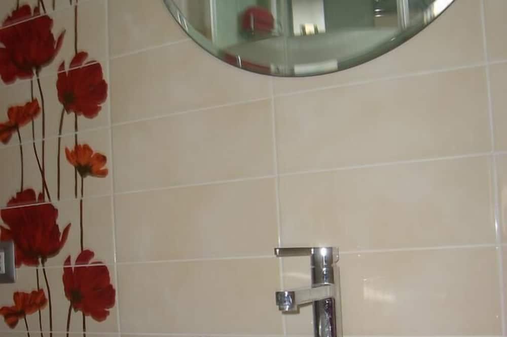 Divvietīgs numurs, koplietojuma vannasistaba (Orange) - Vannasistabas izlietne
