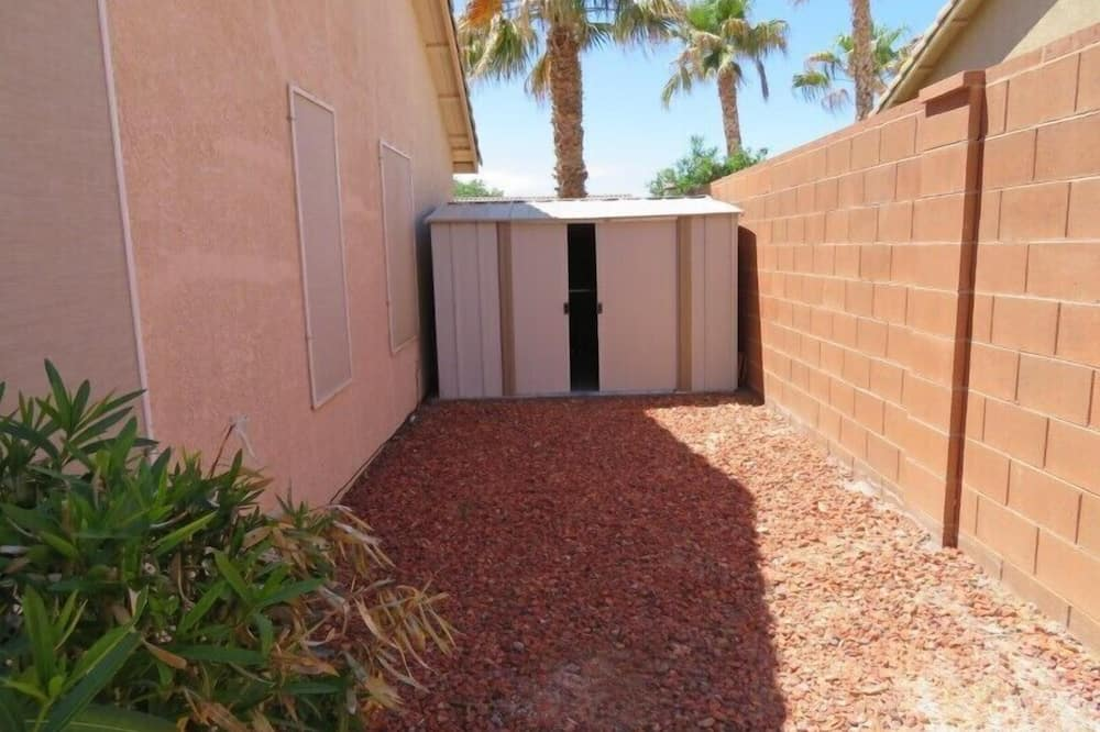House, 3 Bedrooms - Property Grounds