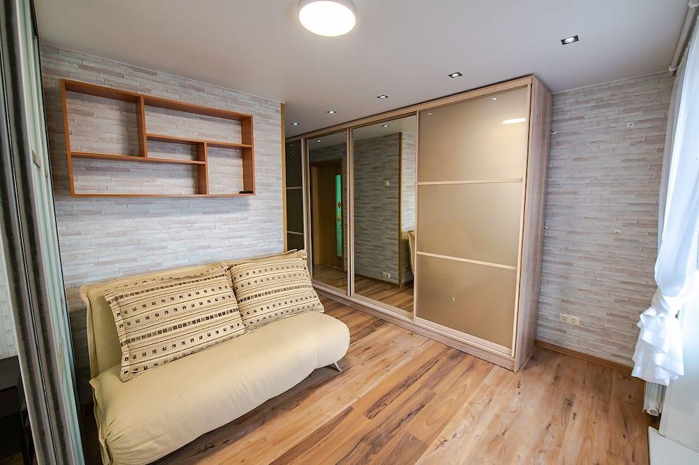 Apartment on Leonova 21A