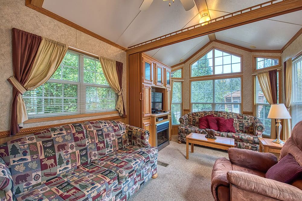 בקתה משפחתית, חדר שינה אחד, נוף להר (#6 - Elk Forest) - סלון