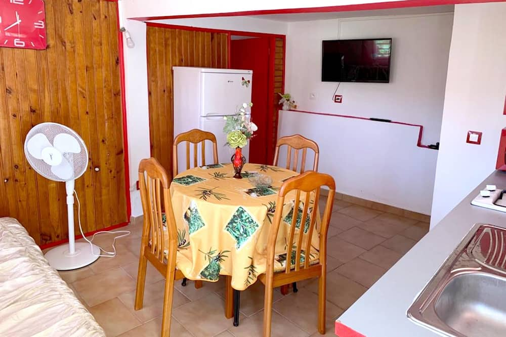 Ruokailu omassa huoneessa