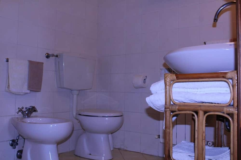 Dreibettzimmer (Rosa) - Badezimmer