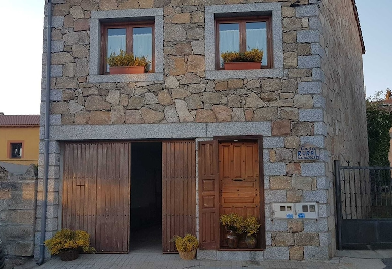 戈約阿布羅卡西略鄉村民宿, Navarredonda de Gredos, 住宿正面
