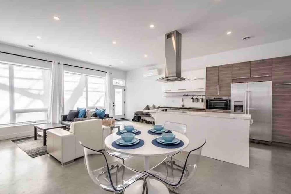 Lower Level Apartment - Living Area