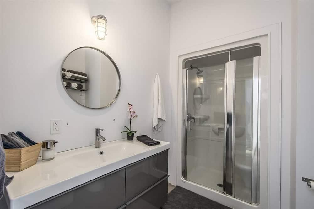 Upper Level Apartment - Bathroom