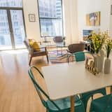 Classic Apartment, 2 Bedrooms, Kitchen, City View - In-Room Dining