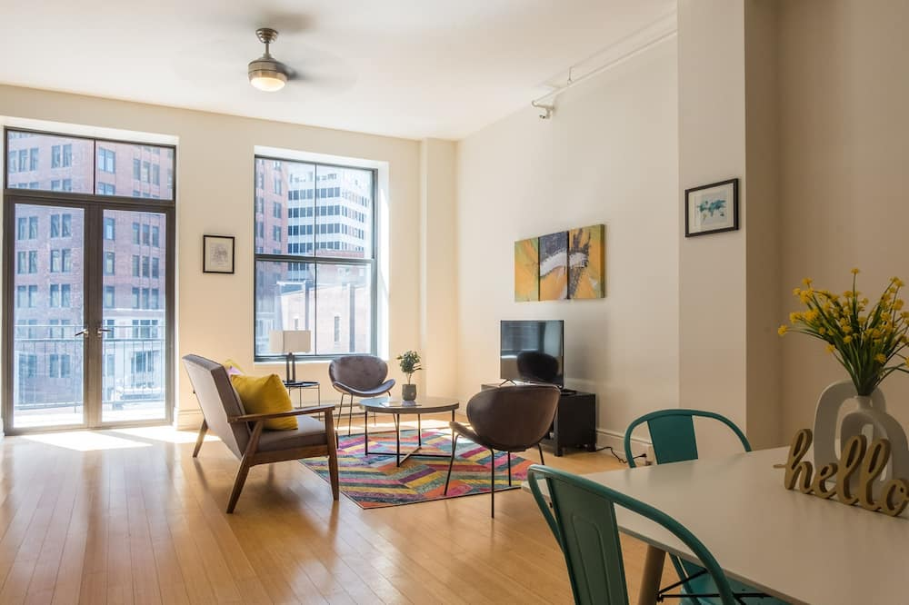Classic Apartment, 2 Bedrooms, Kitchen, City View - Living Area