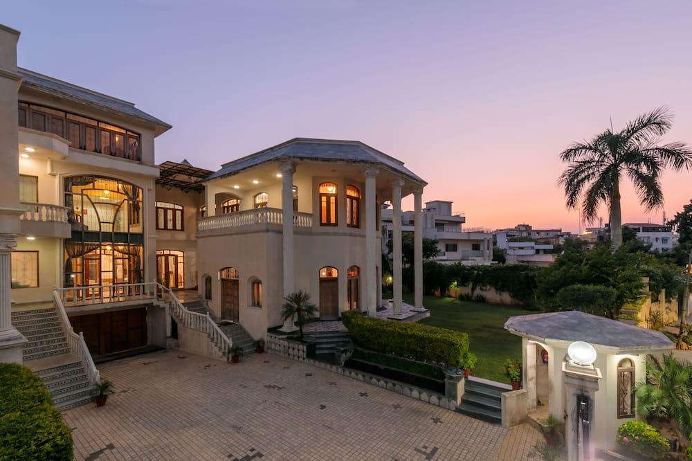 Villa - Courtyard View